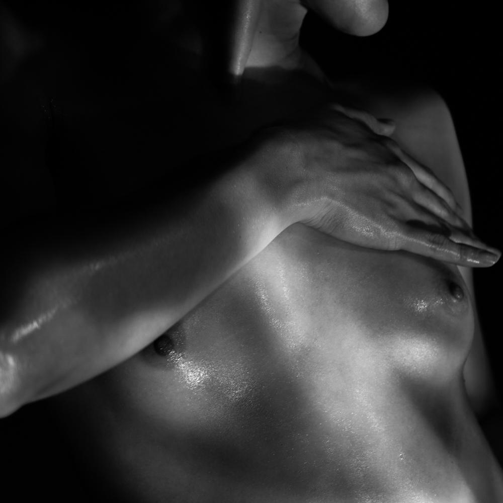 Ближе к телу: специальная съемка Louis Vuitton x BURO. (фото 16)