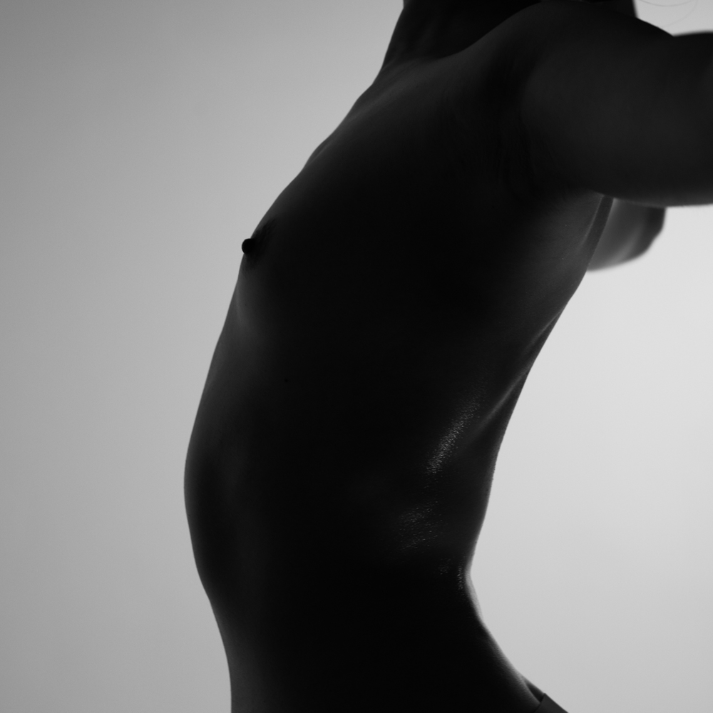 Ближе к телу: специальная съемка Louis Vuitton x BURO. (фото 6)