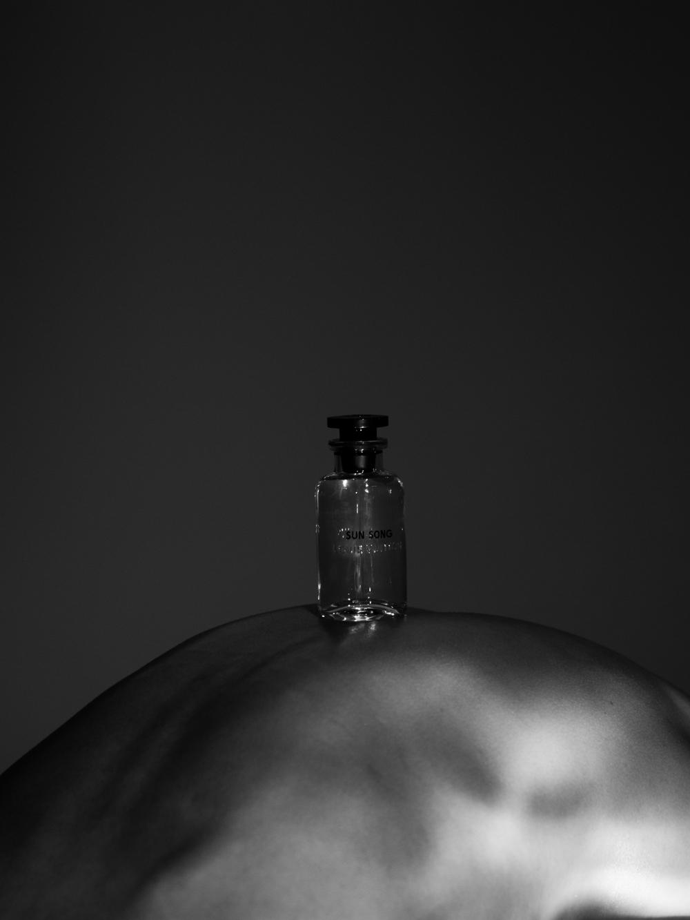 Ближе к телу: специальная съемка Louis Vuitton x BURO. (фото 23)
