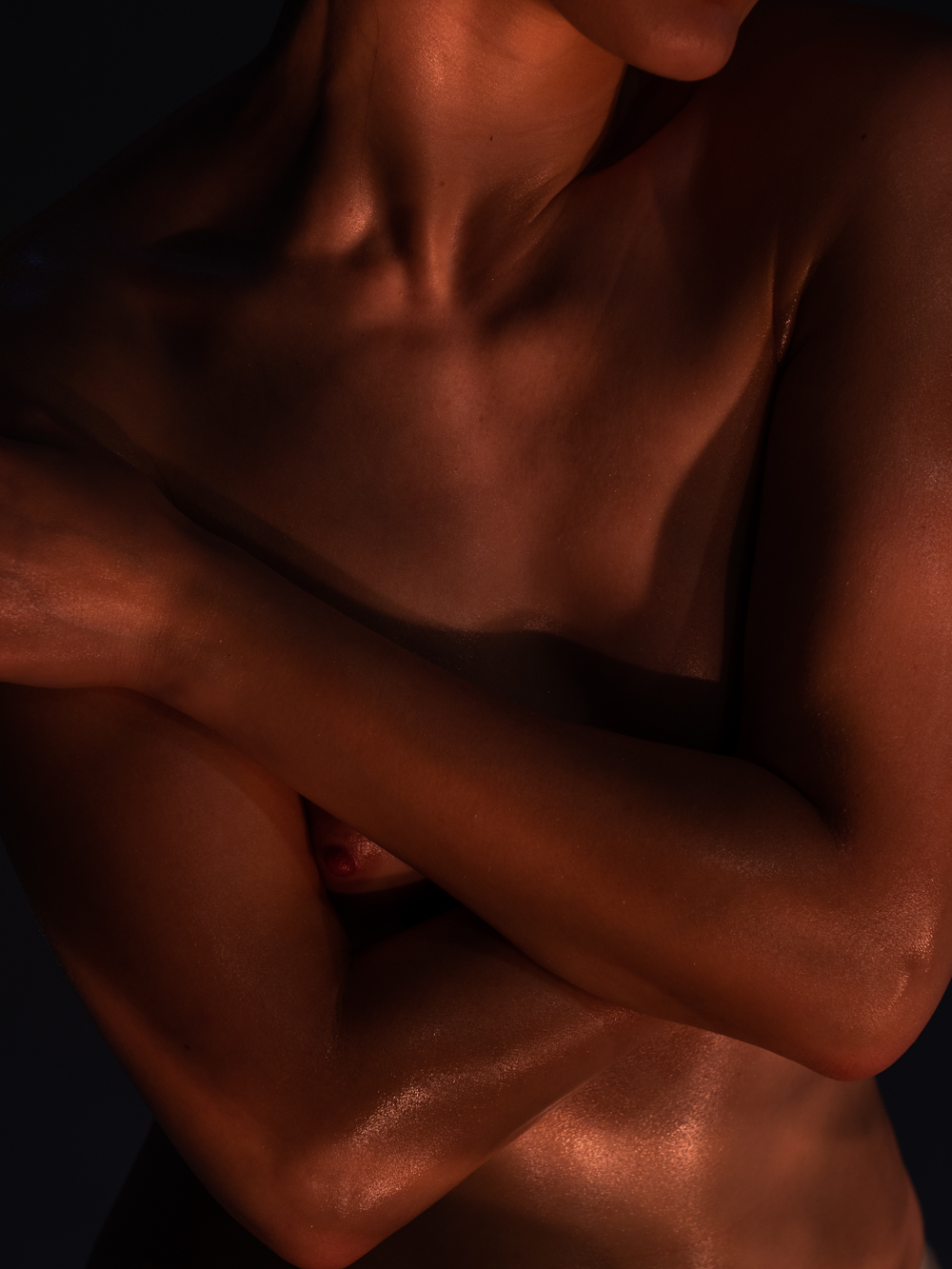 Ближе к телу: специальная съемка Louis Vuitton x BURO. (фото 8)