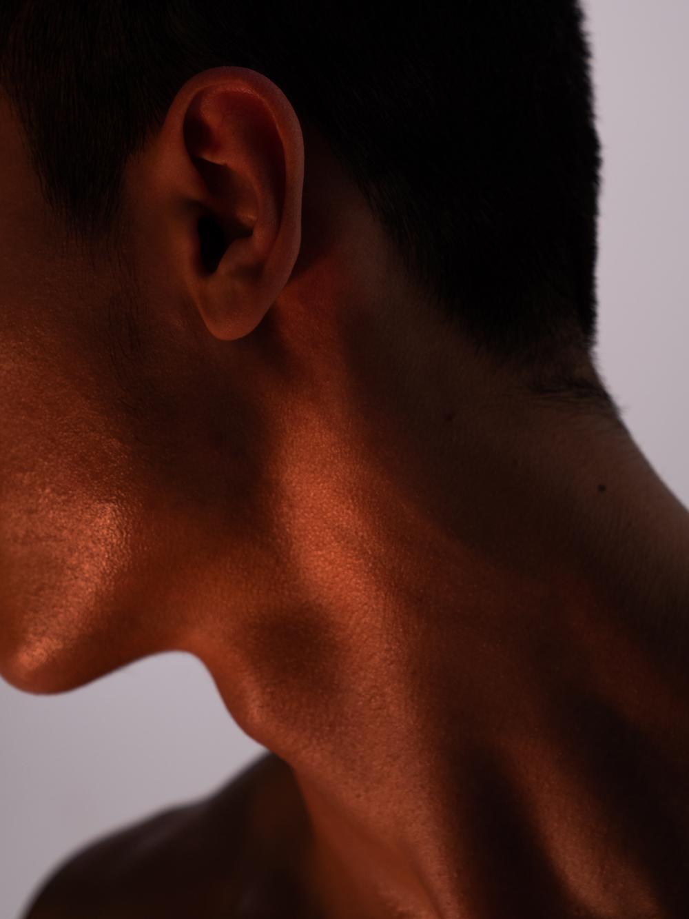 Ближе к телу: специальная съемка Louis Vuitton x BURO. (фото 7)