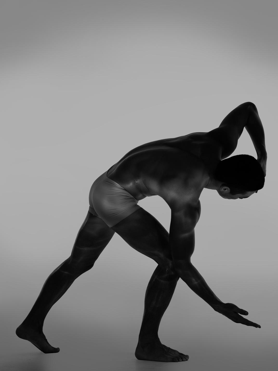 Ближе к телу: специальная съемка Louis Vuitton x BURO. (фото 11)