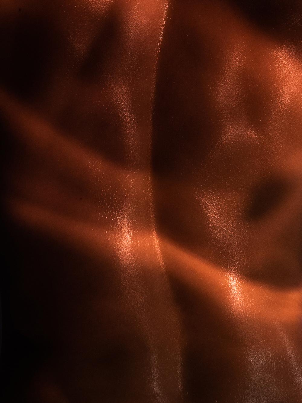 Ближе к телу: специальная съемка Louis Vuitton x BURO. (фото 18)