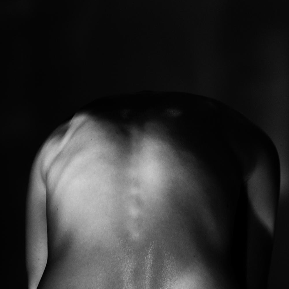 Ближе к телу: специальная съемка Louis Vuitton x BURO. (фото 15)