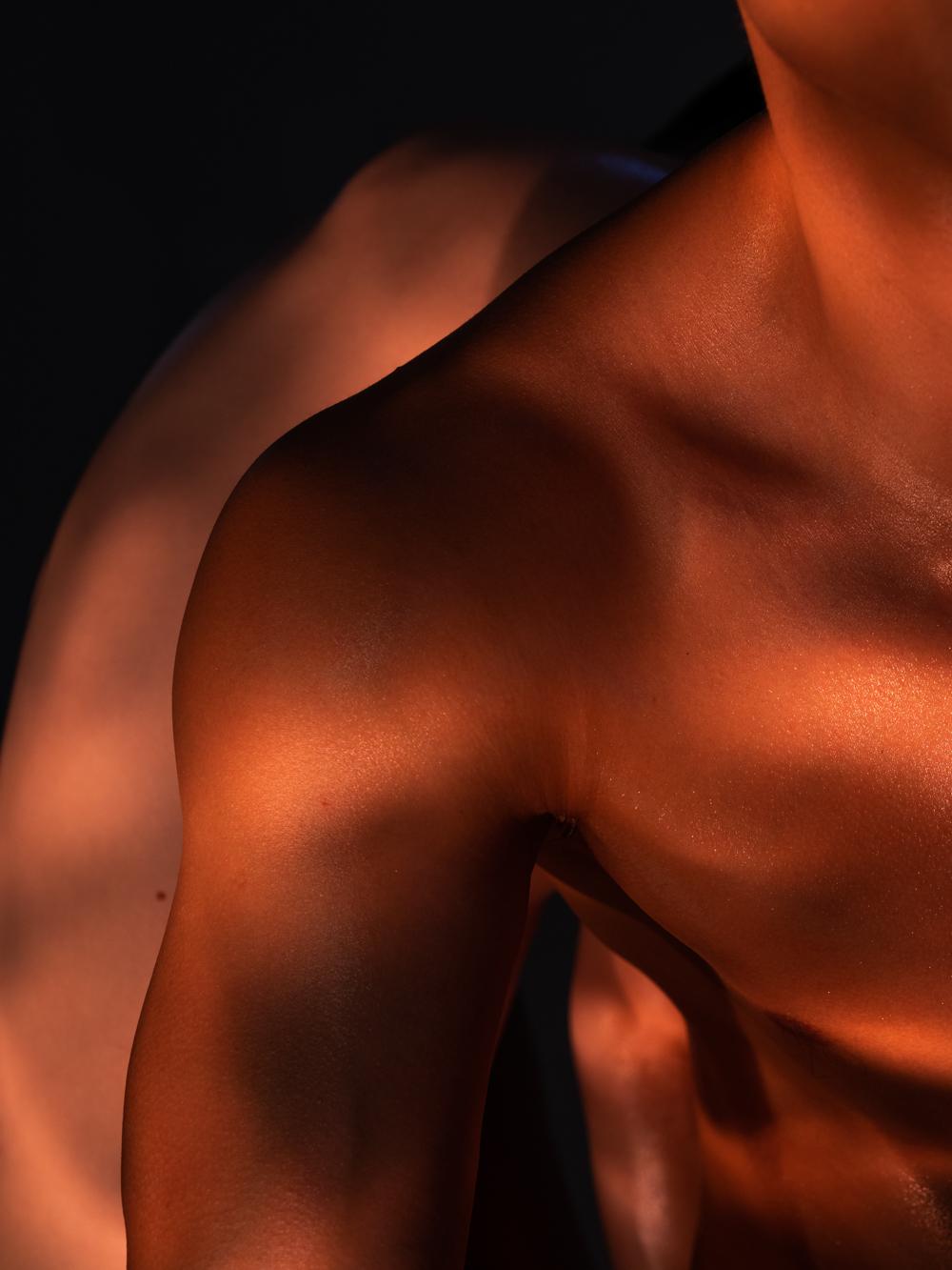 Ближе к телу: специальная съемка Louis Vuitton x BURO. (фото 13)
