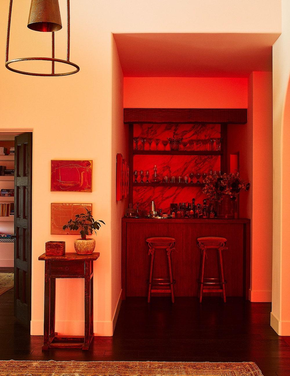 Дотроос нь харцгаая: Кендалл Женнерийн Лос-Анжелес дахь байшин (фото 3)