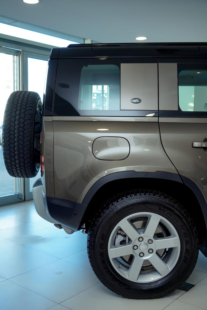 XXI зууны адал явдал эрэлхийлэгчдэд зориулсан шинэ үеийн Land Rover Defender (фото 7)