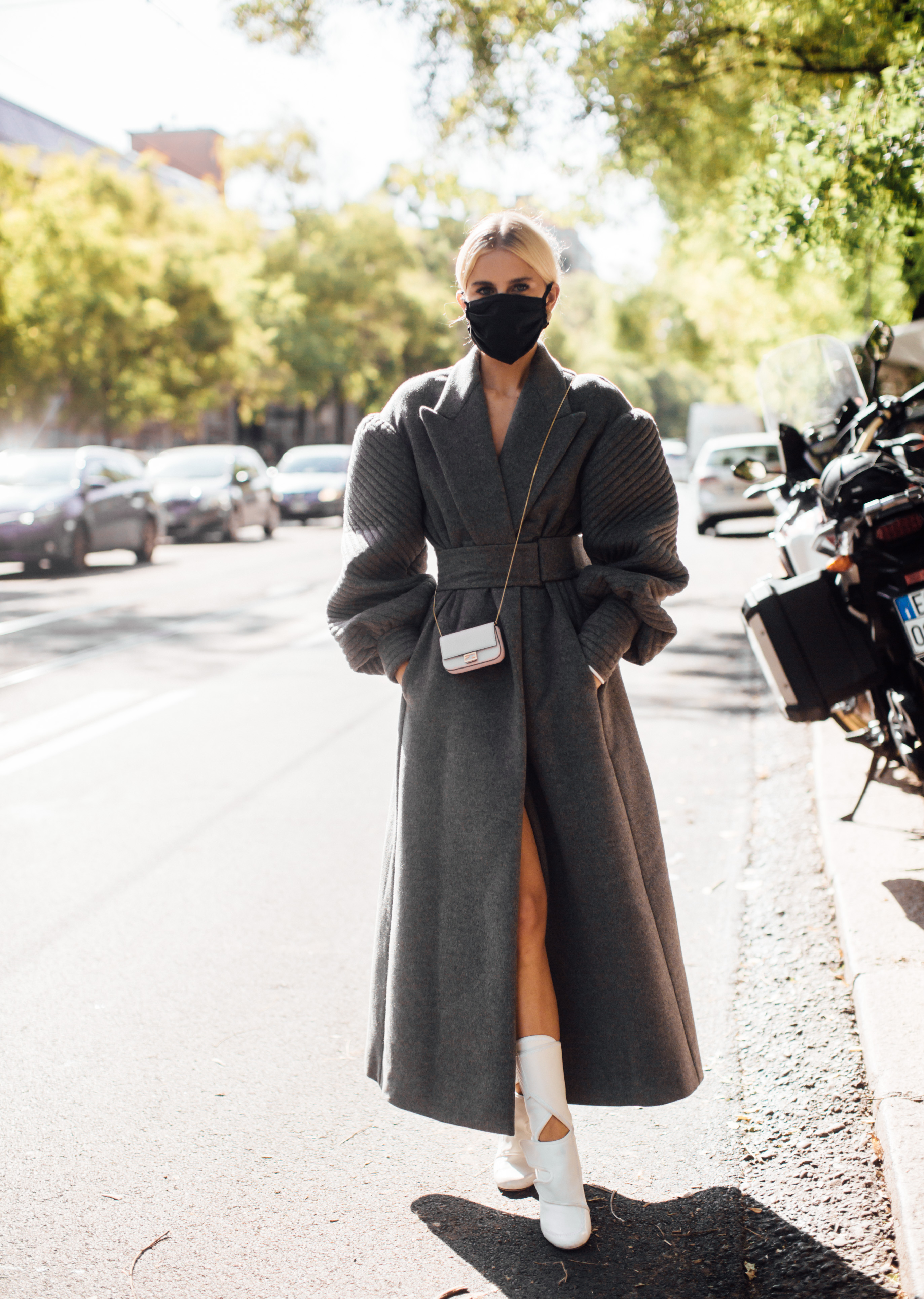 Spotted: Street style in times of the coronavirus (фото 14)