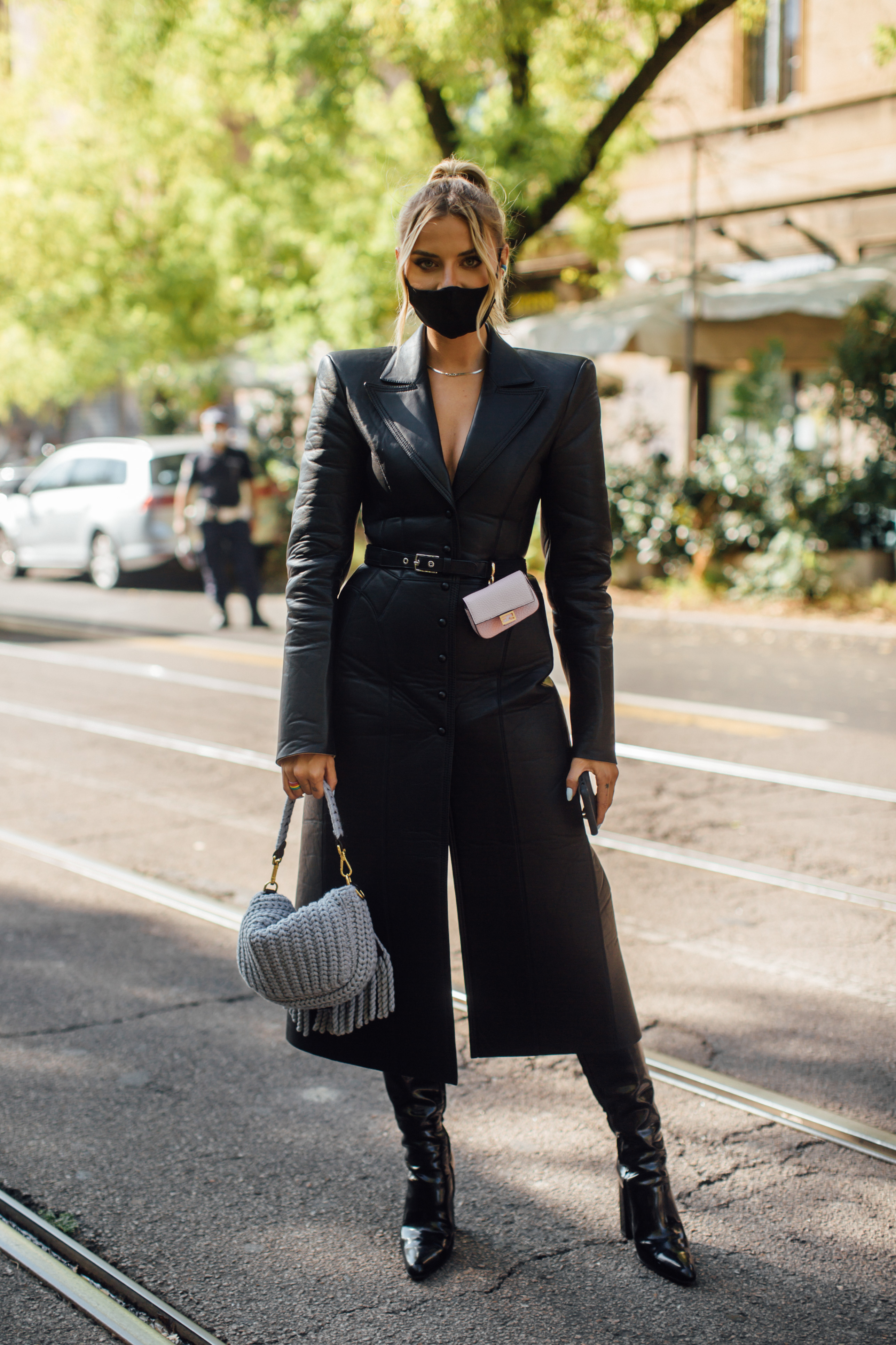 Spotted: Street style in times of the coronavirus (фото 6)