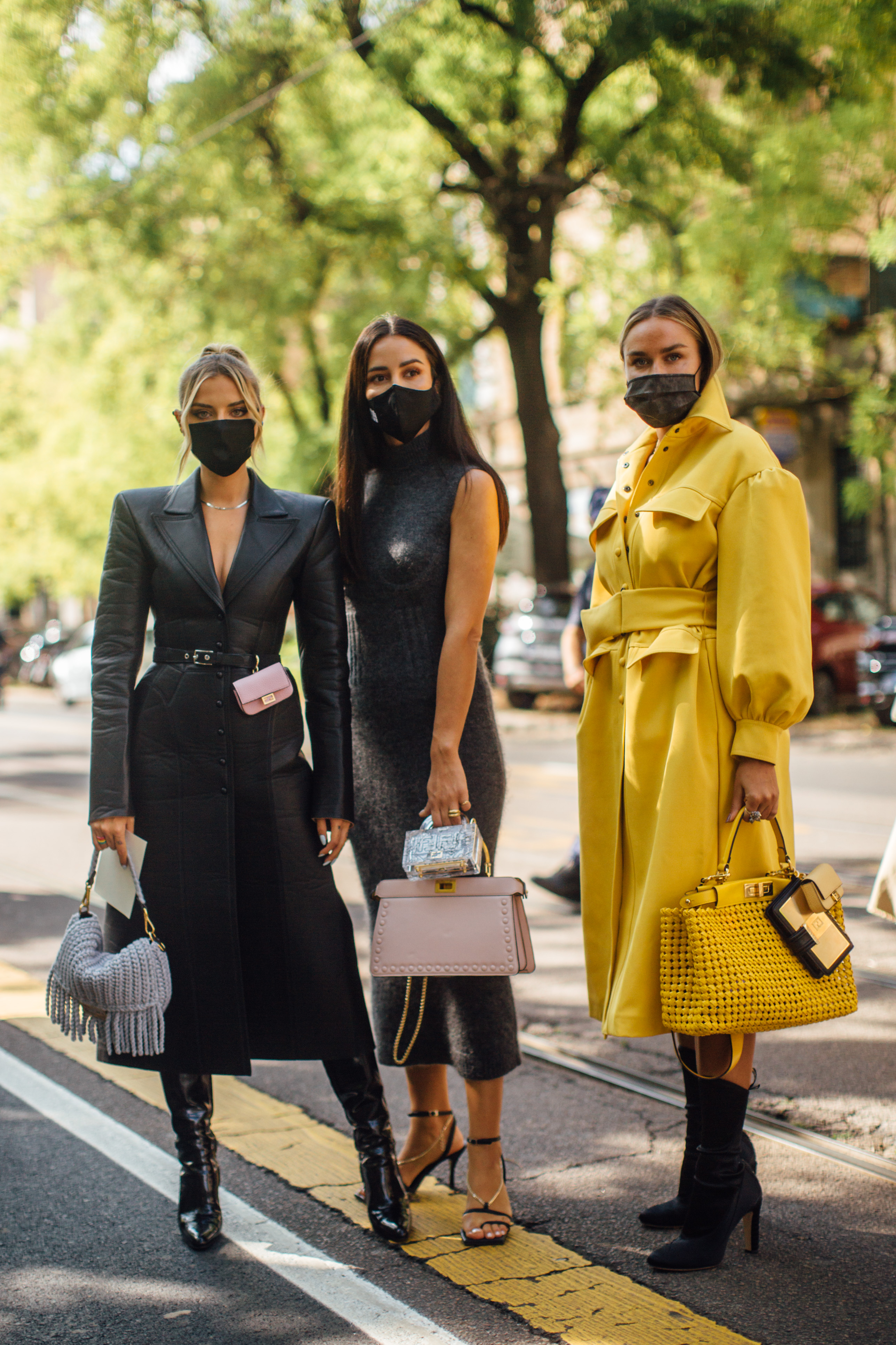 Spotted: Street style in times of the coronavirus (фото 7)