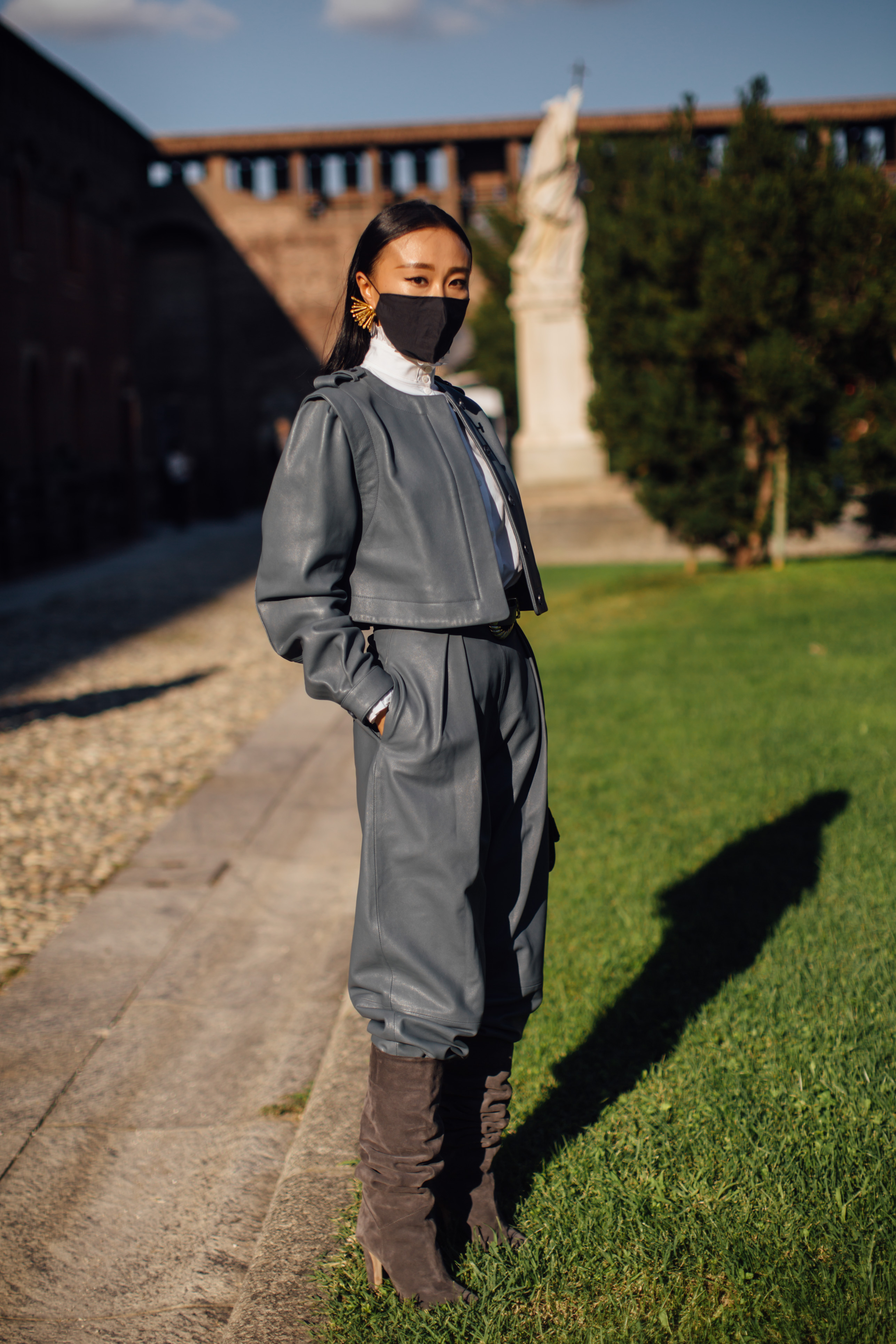 Spotted: Street style in times of the coronavirus (фото 18)