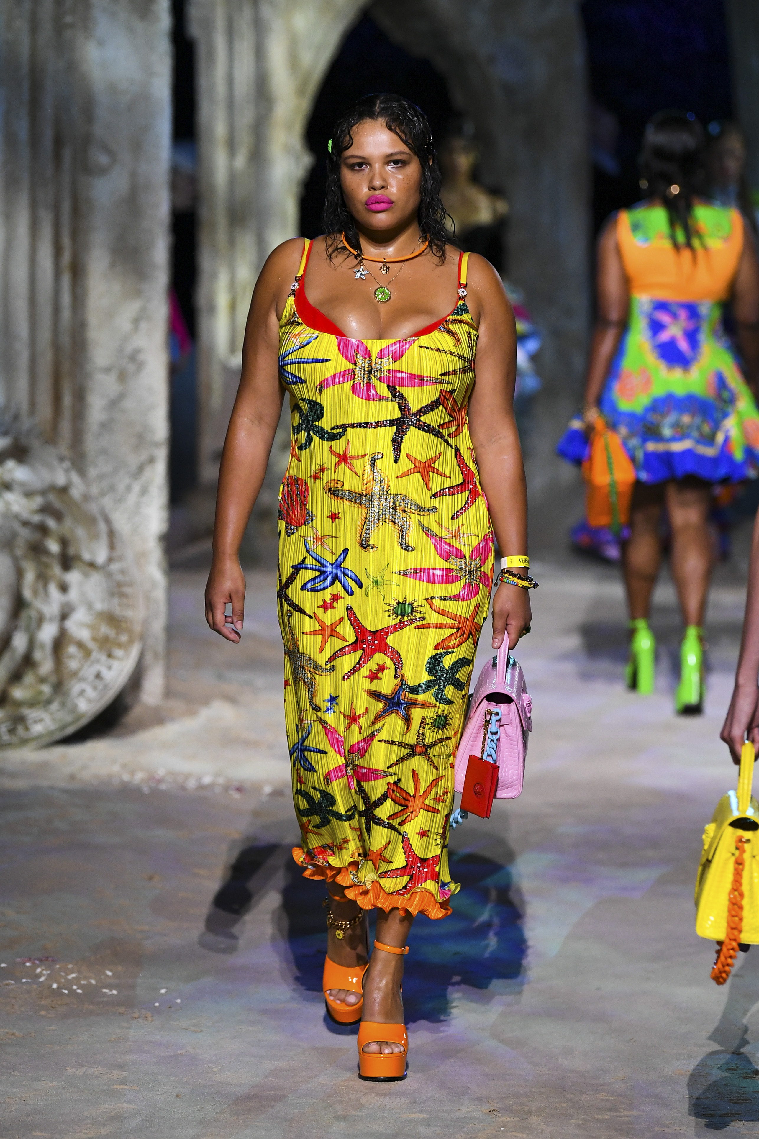 Prints galore: Dolce & Gabbana and Versace's Spring/Summer '21 collection (фото 20)