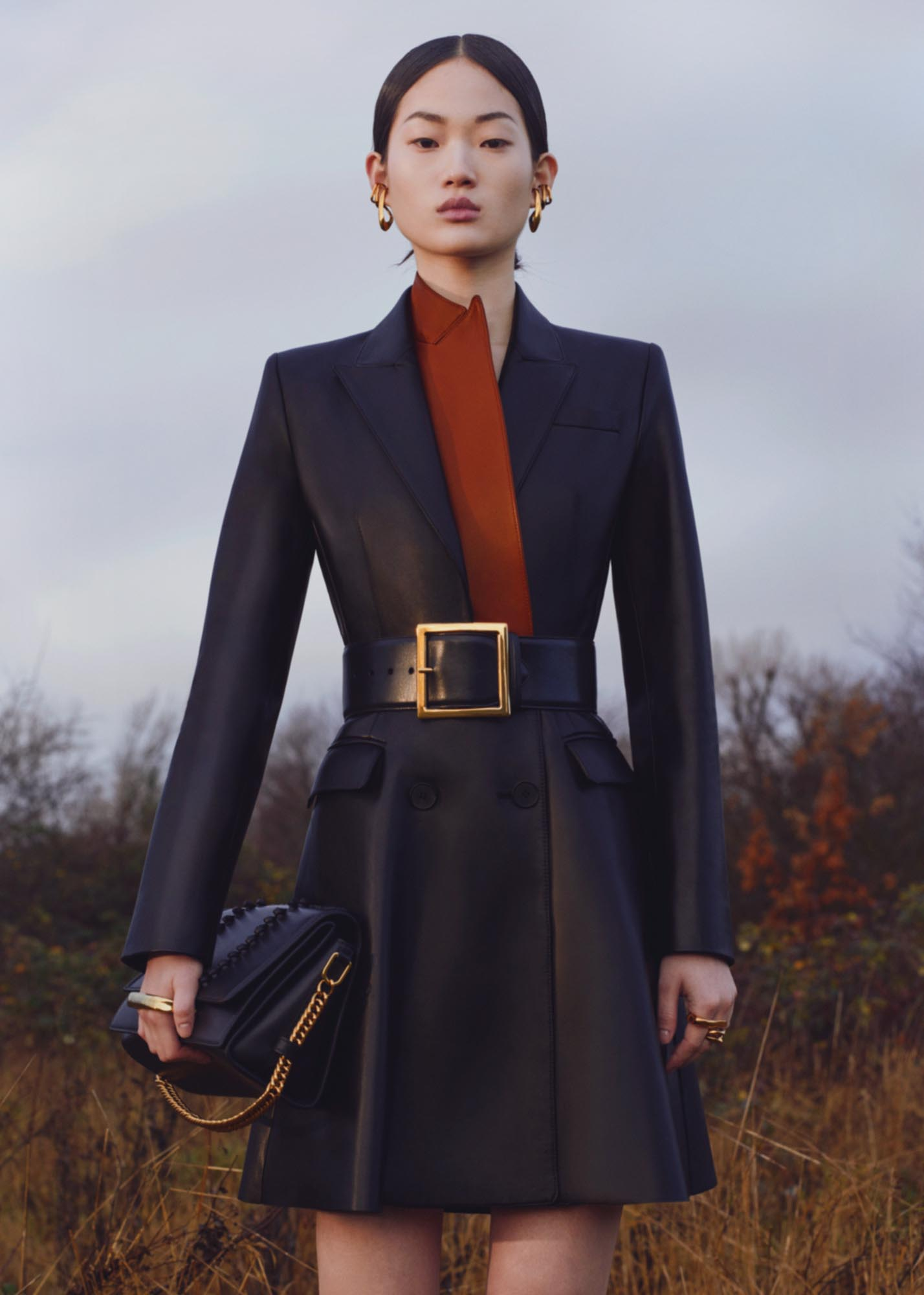 It's all about the raw and the refined in Alexander McQueen's Pre-Fall '20 collection (фото 2)