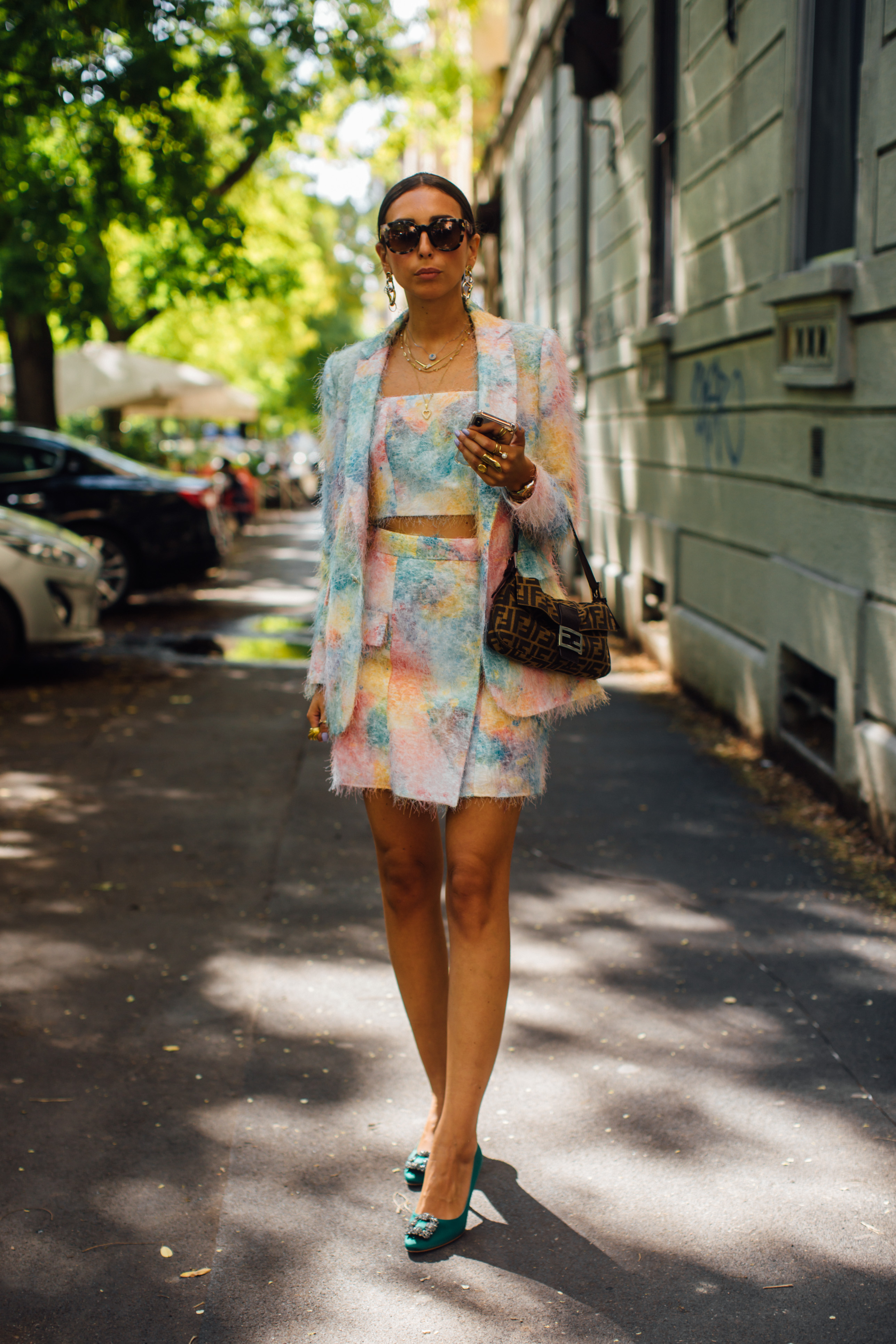 Spotted: Street style in times of the coronavirus (фото 16)