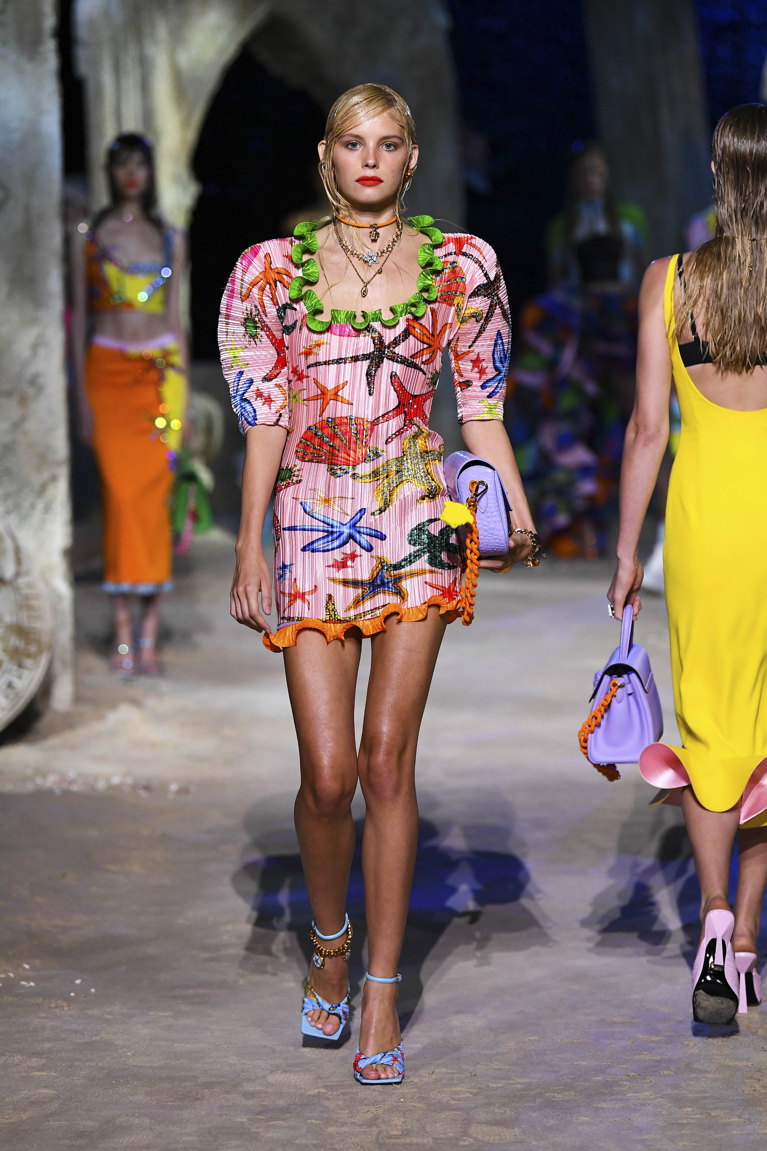 Prints galore: Dolce & Gabbana and Versace's Spring/Summer '21 collection (фото 18)