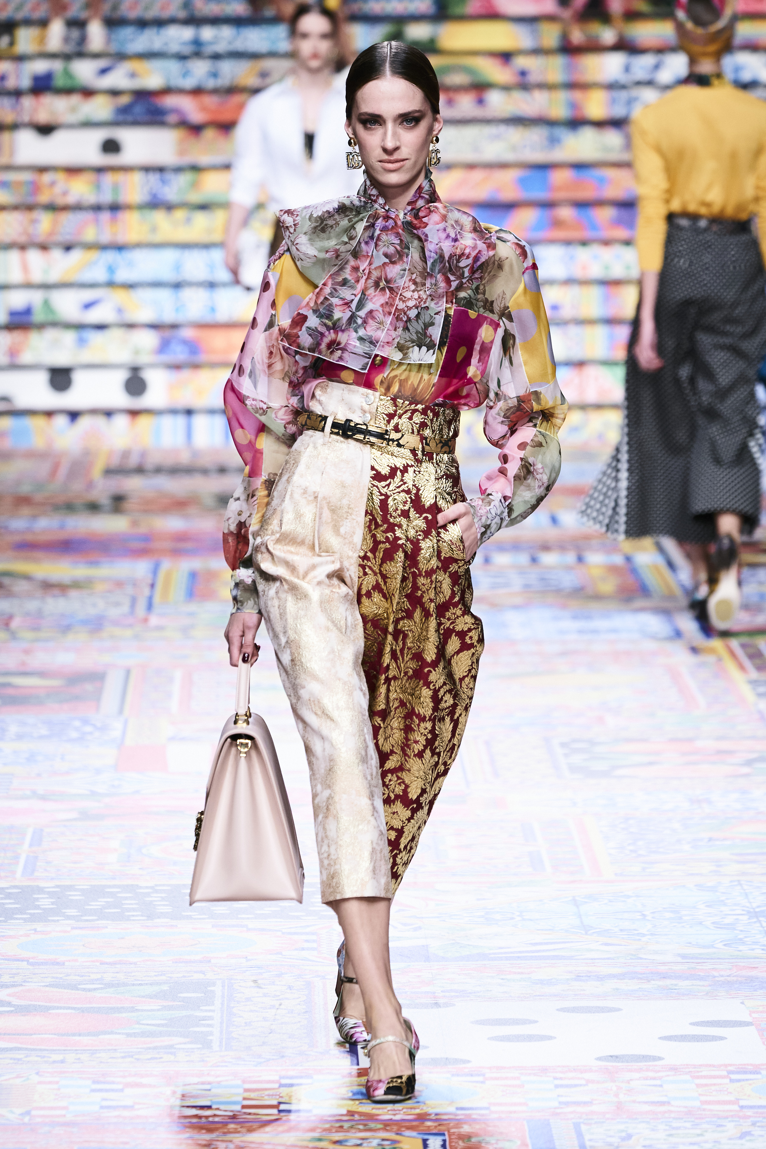 Prints galore: Dolce & Gabbana and Versace's Spring/Summer '21 collection (фото 3)