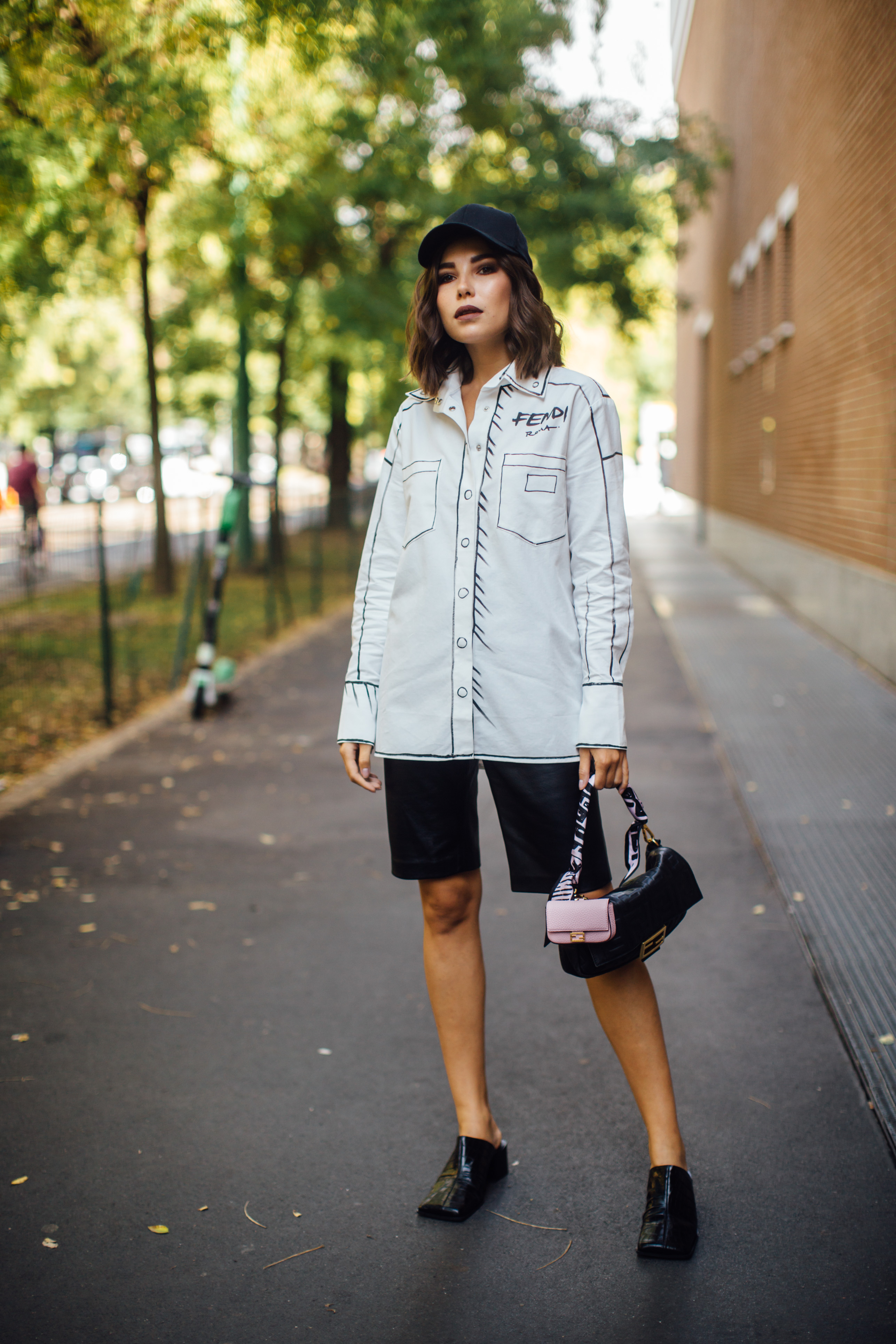 Spotted: Street style in times of the coronavirus (фото 13)