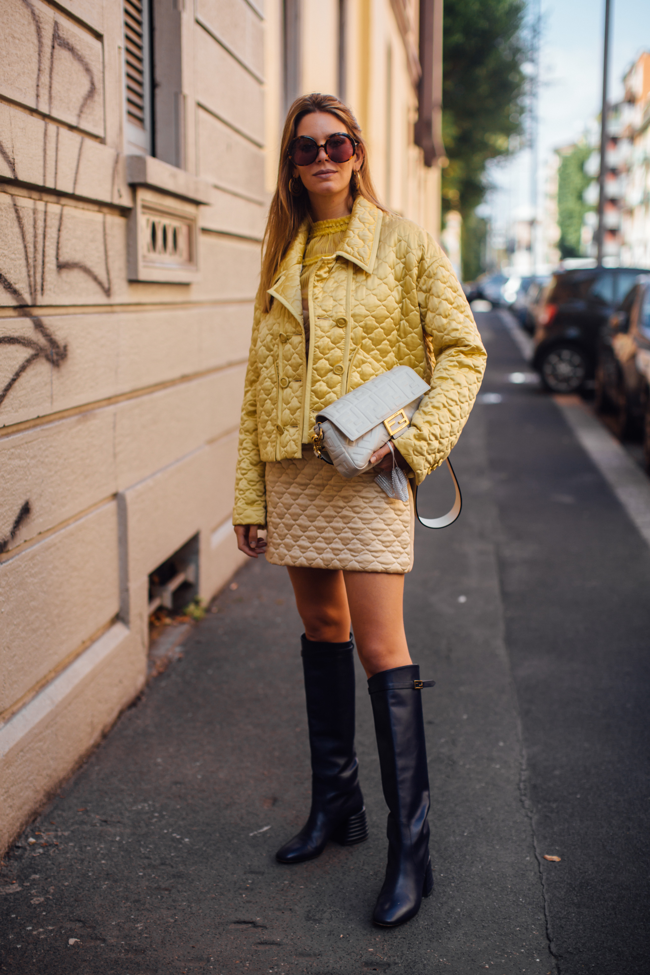 Spotted: Street style in times of the coronavirus (фото 11)