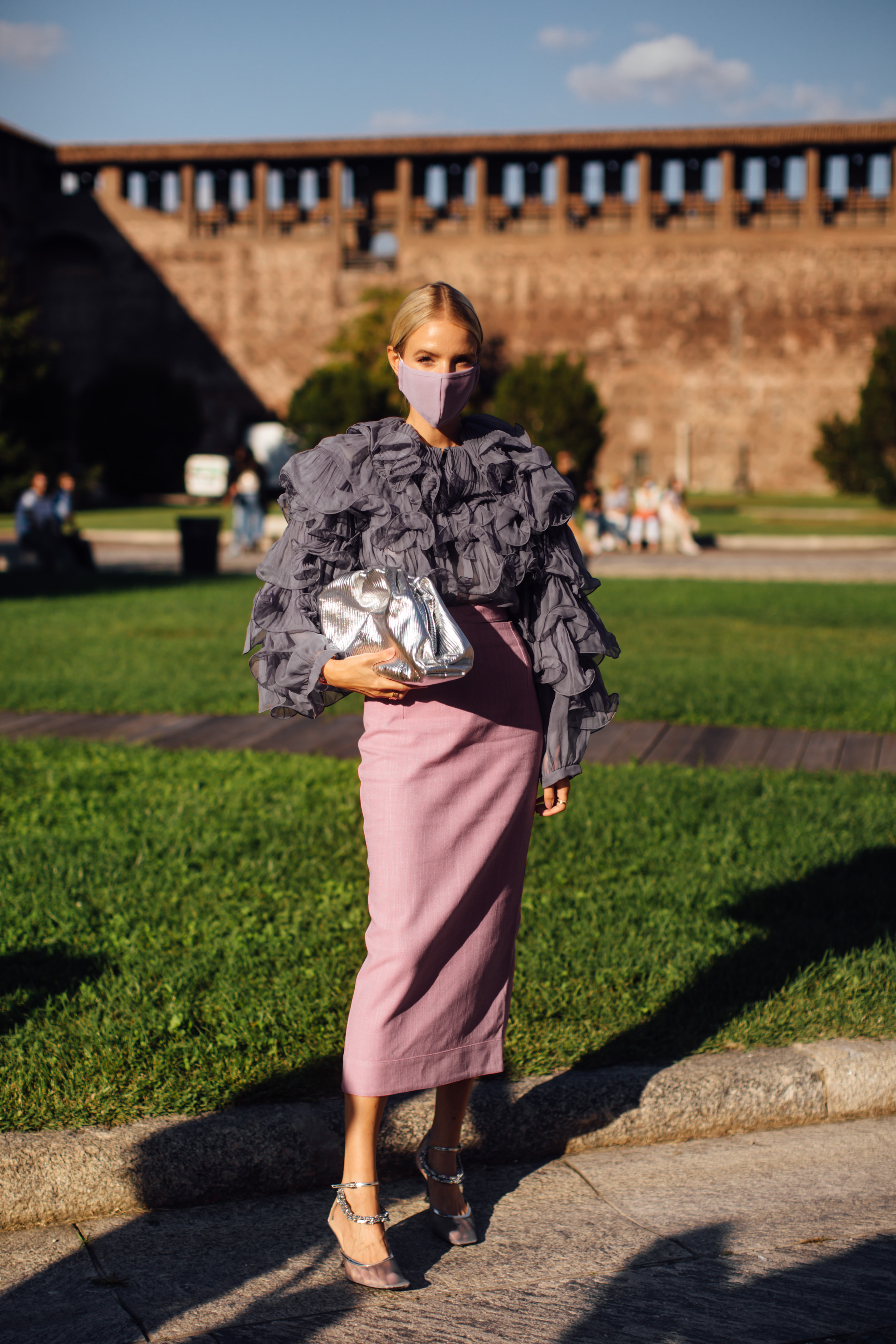 Spotted: Street style in times of the coronavirus (фото 8)