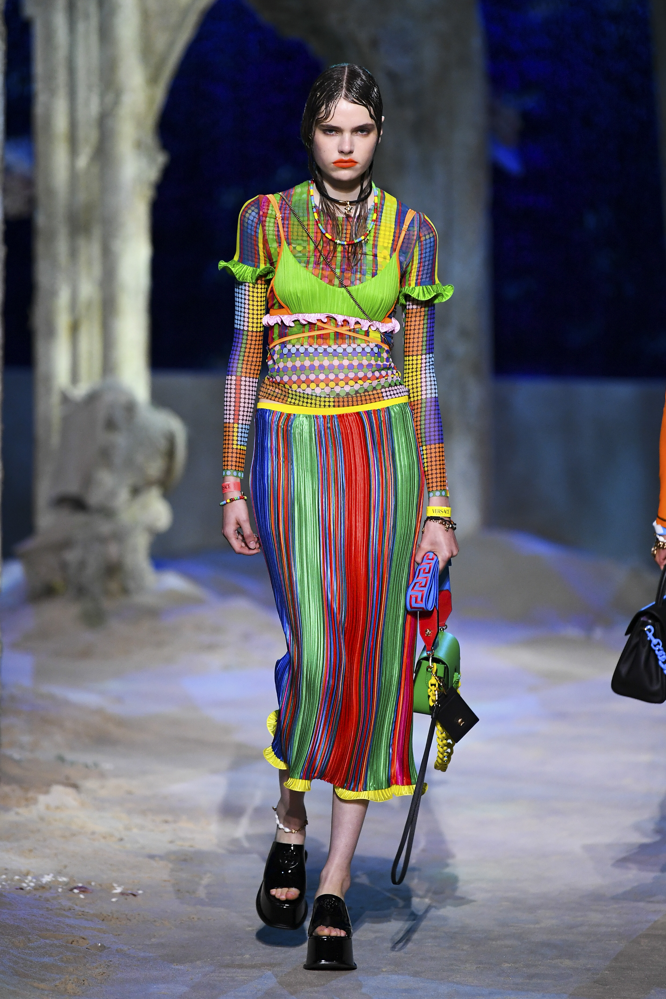Prints galore: Dolce & Gabbana and Versace's Spring/Summer '21 collection (фото 24)