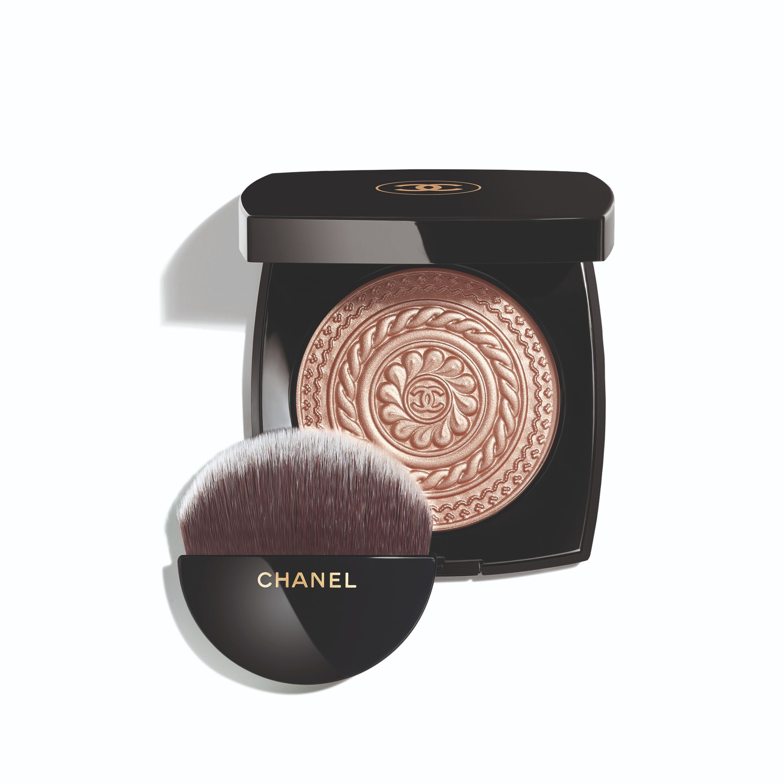 Refined simplicity and glamour is in the heart of Chanel's new holiday collection (фото 4)