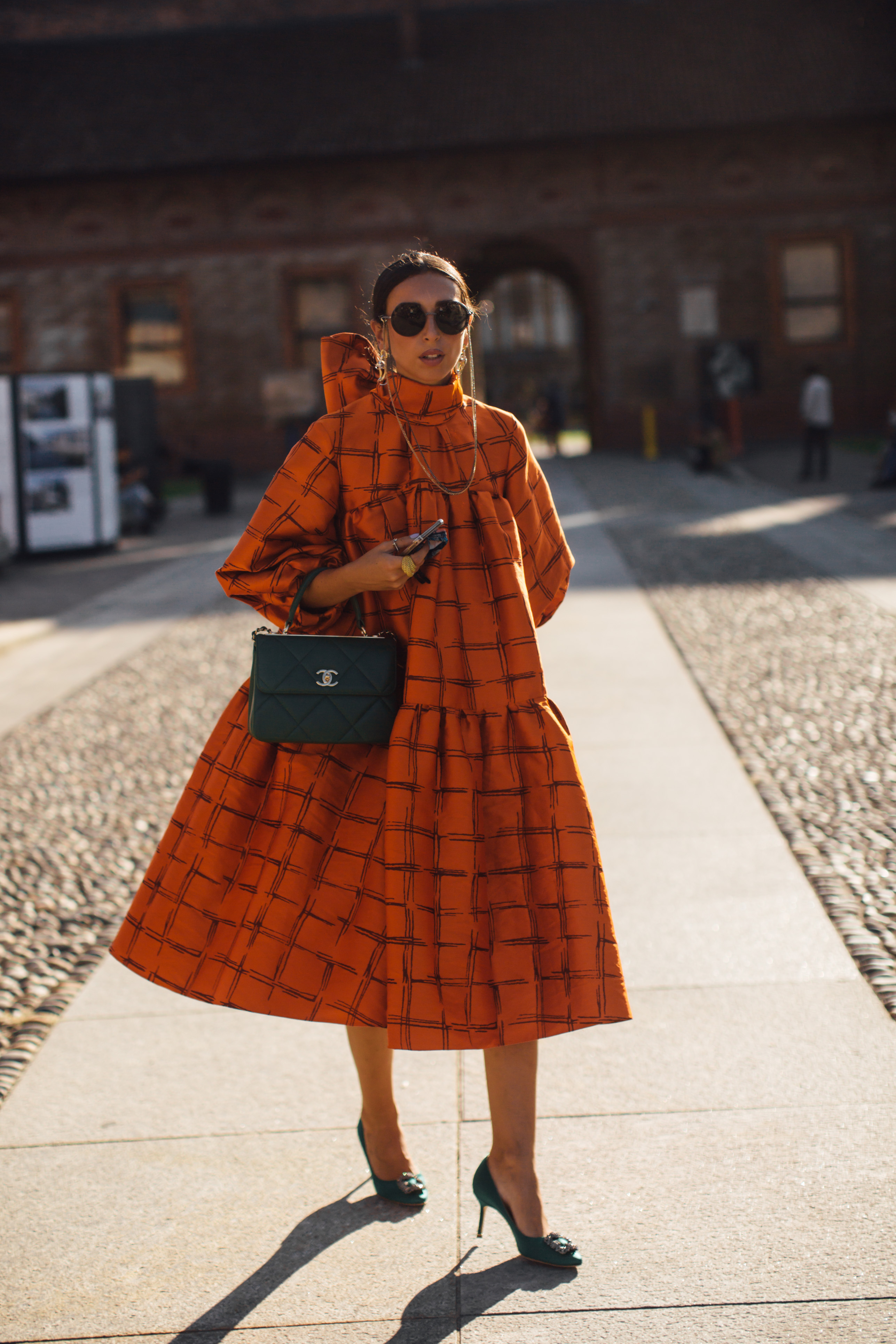 Spotted: Street style in times of the coronavirus (фото 9)