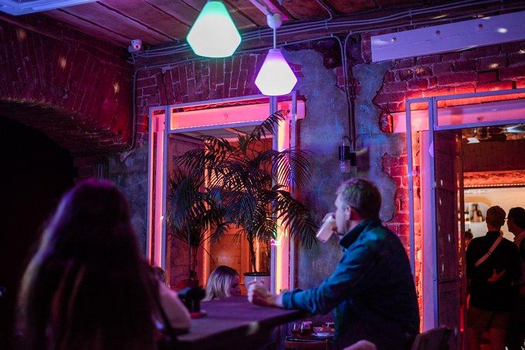 Какая музыка играет в клубах в москве клубы реконструкторов в москве