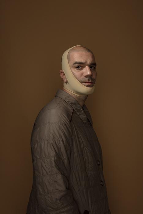 Автопортрет с подтягивающей маской от морщин для нижней части лица