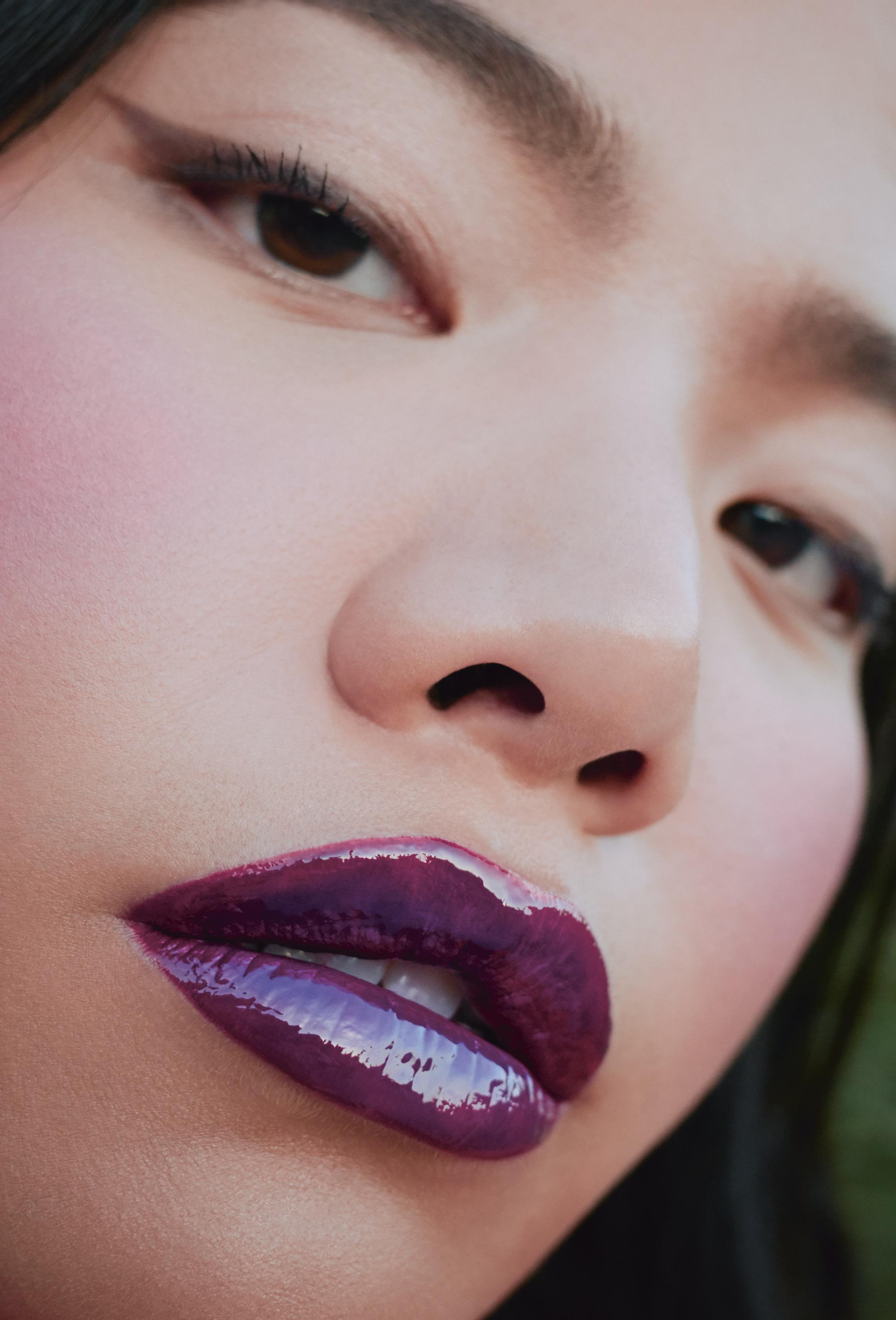 Сияющая помада Ultimate Colour, 530 Purple Steam, топпер для губ Prisma Lip Glaze, 070 You're so holo