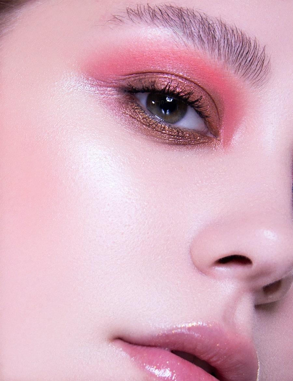 Макияж в розово-золотых оттенках
