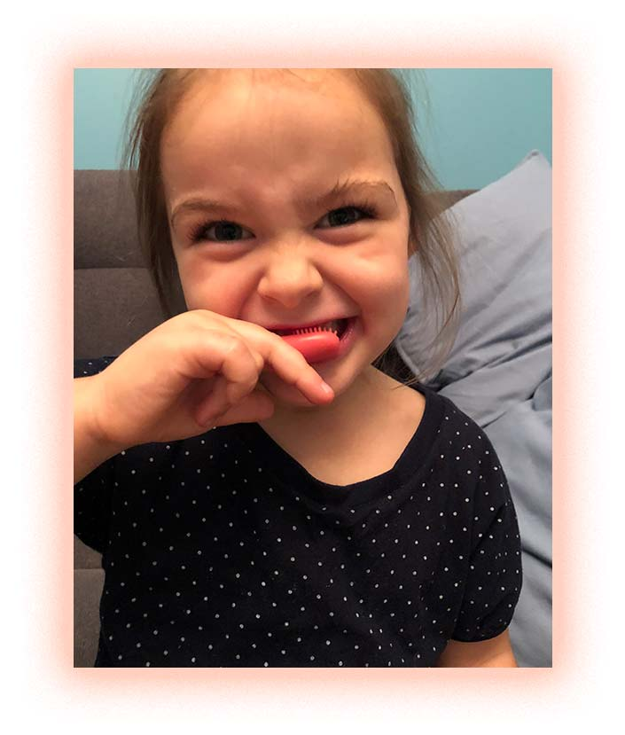 Зубная щетка-напалечник со вкусом клубники iKO kids, Melo