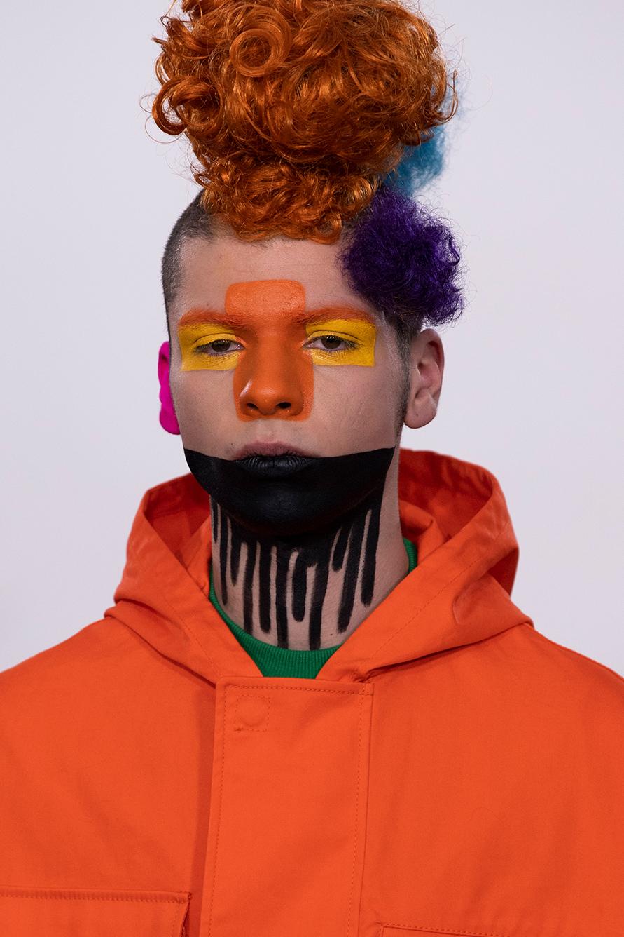 Клоунский грим на Walter Van Beirendonck