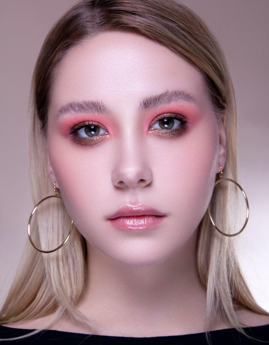 Розово-золотой макияж