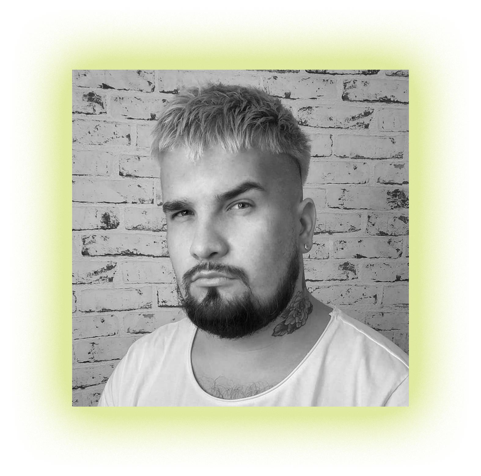 Парикмахер и владелец студии @alxless