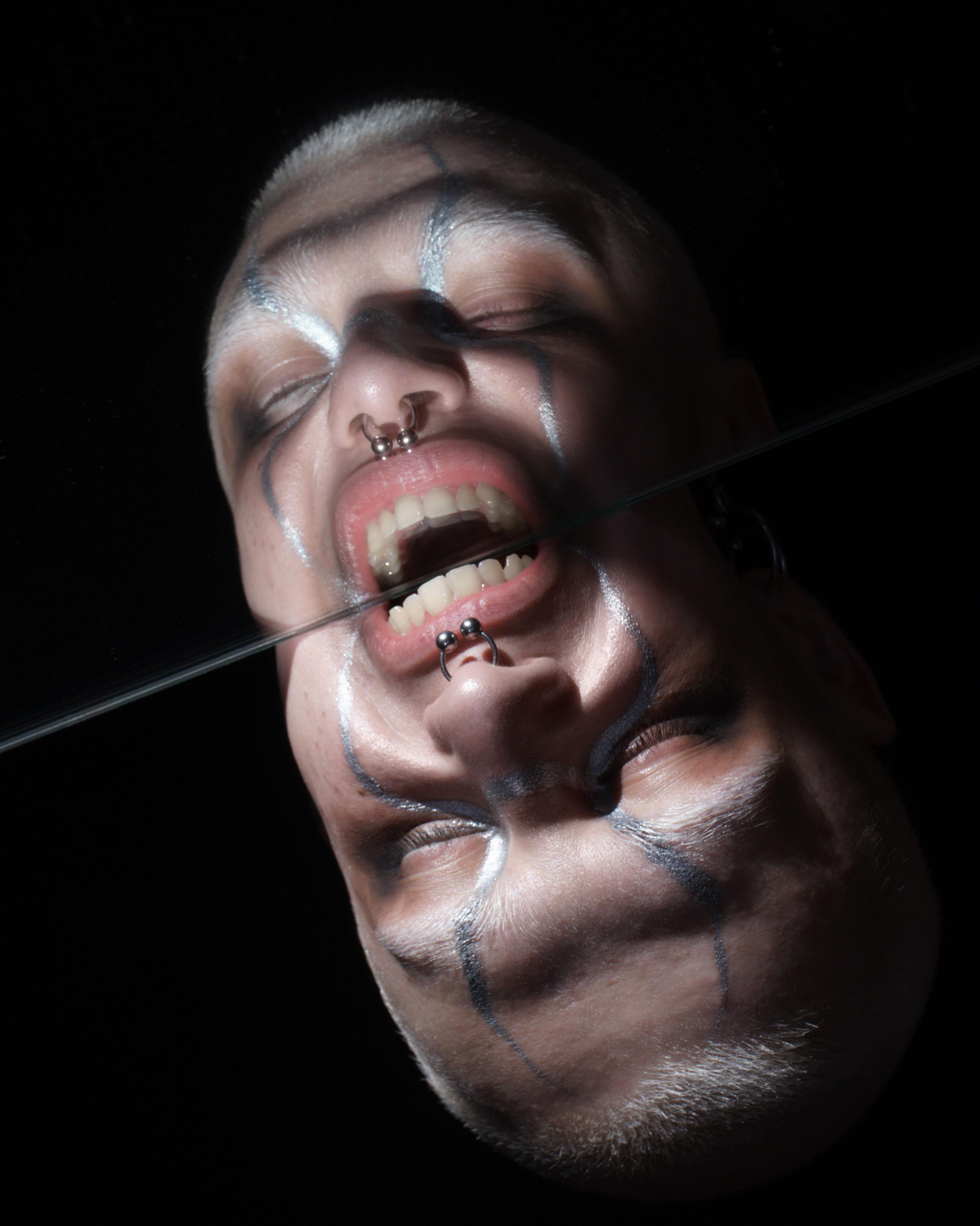 Бьюти-съемка: мнимые отражения в зеркале