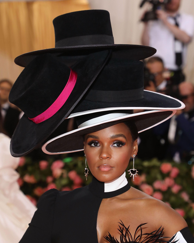 4 шляпы Жанель Монэ